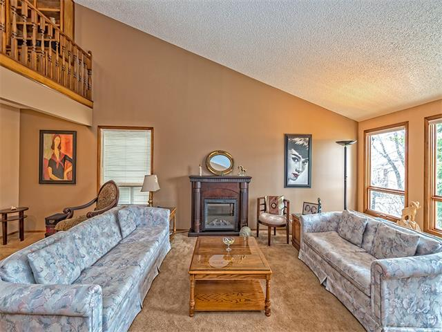 Photo 4: 16 HAWKWOOD Crescent NW in Calgary: Hawkwood House  : MLS® # C4010169