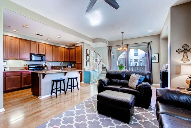 Photo 8: CHULA VISTA Townhome for sale : 3 bedrooms : 1879 Fargo Lane #1