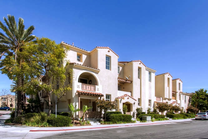 Photo 2: CHULA VISTA Townhome for sale : 3 bedrooms : 1879 Fargo Lane #1