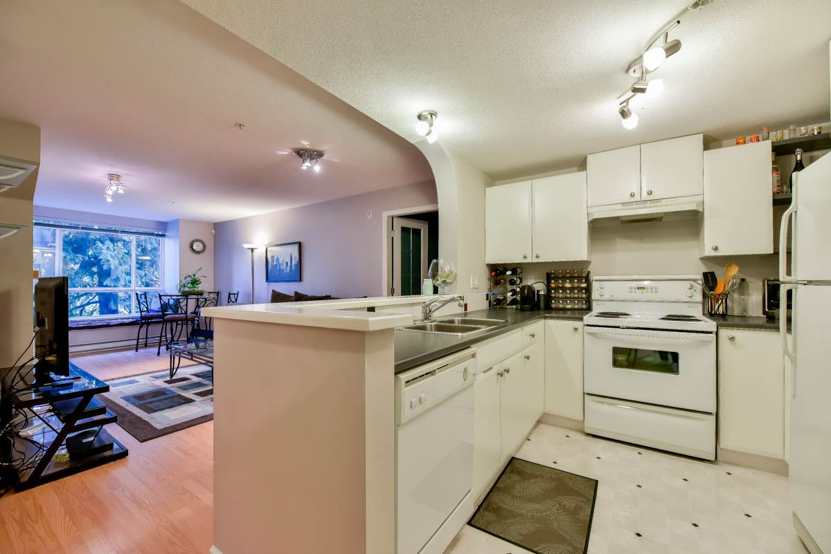 "Photo 6: 319 6833 VILLAGE GREEN in Burnaby: Highgate Condo for sale in ""CARMEL"" (Burnaby South)  : MLS® # R2123253"