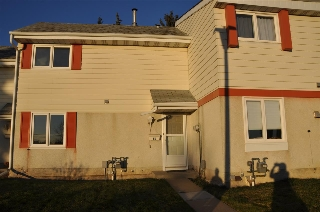Main Photo: 6G CALLINGWOOD Court in Edmonton: Zone 20 Townhouse for sale : MLS(r) # E4043834