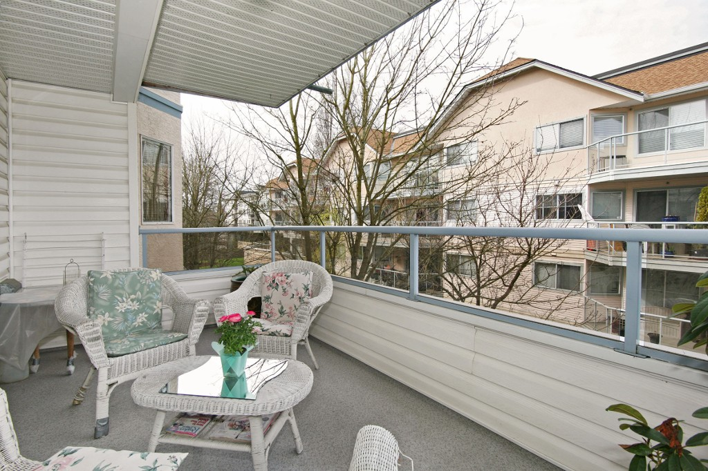 "Photo 14: 211 5377 201A Street in Langley: Langley City Condo for sale in ""Red Maples"" : MLS® # R2150968"