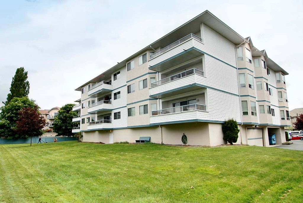 "Photo 22: 211 5377 201A Street in Langley: Langley City Condo for sale in ""Red Maples"" : MLS® # R2150968"