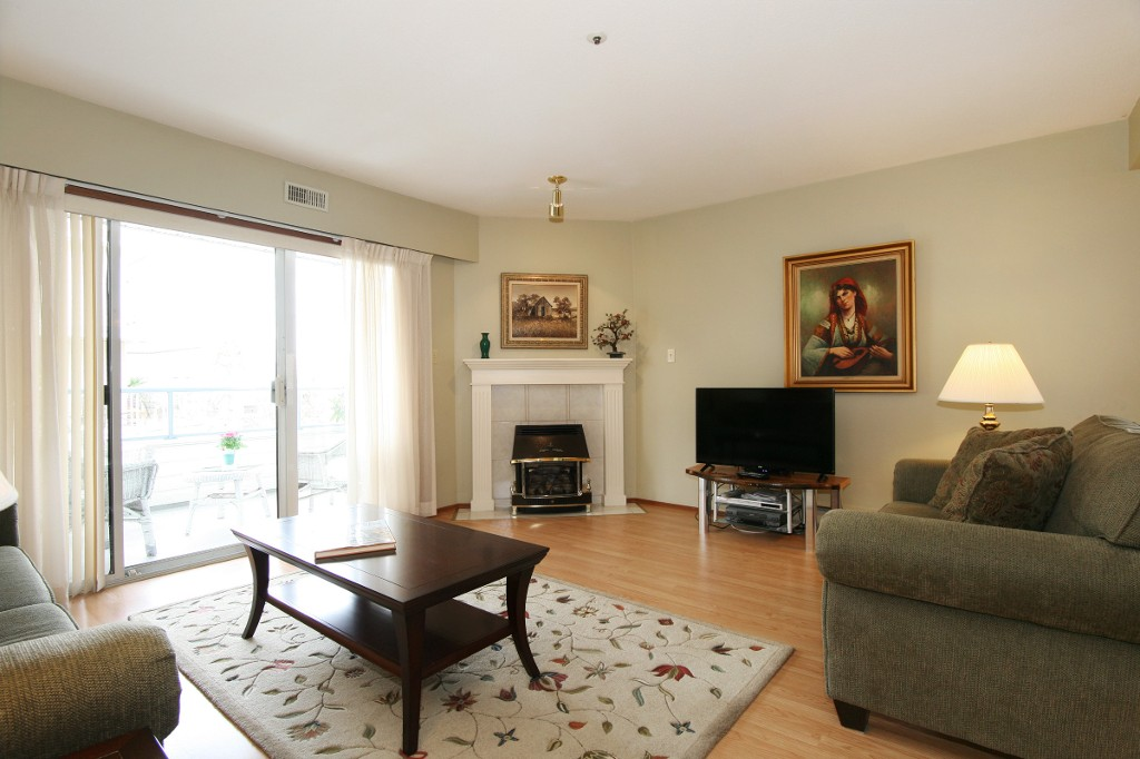 "Photo 10: 211 5377 201A Street in Langley: Langley City Condo for sale in ""Red Maples"" : MLS® # R2150968"