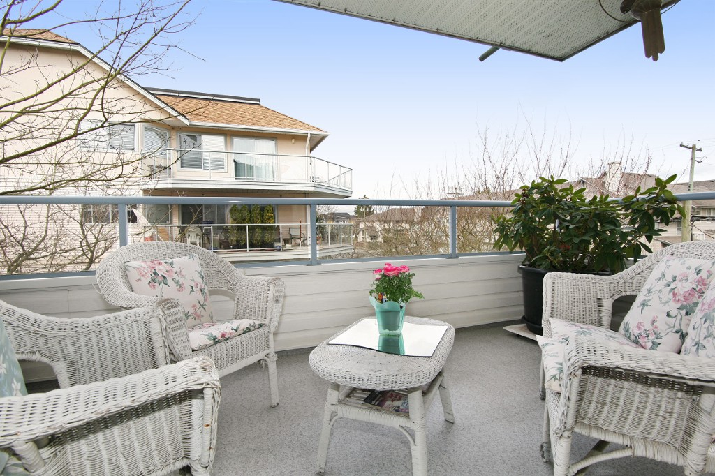"Photo 13: 211 5377 201A Street in Langley: Langley City Condo for sale in ""Red Maples"" : MLS® # R2150968"