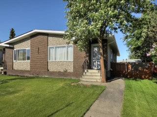 Main Photo: 3530 78 Street in Edmonton: Zone 29 House Half Duplex for sale : MLS(r) # E4066666