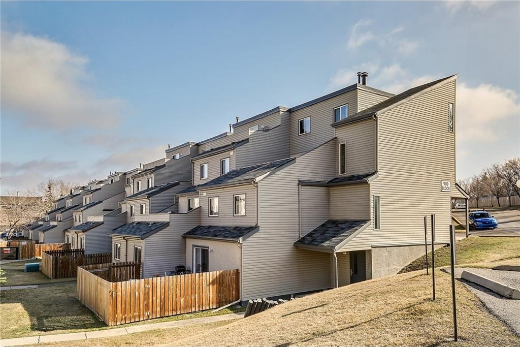 Main Photo: 908 1540 29 Street NW in Calgary: St Andrews Heights Condo for sale : MLS(r) # C4119982