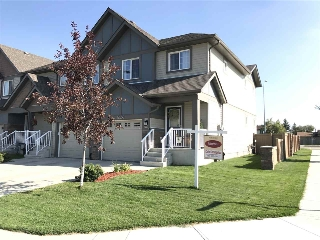 Main Photo:  in Edmonton: Zone 27 Attached Home for sale : MLS® # E4073712