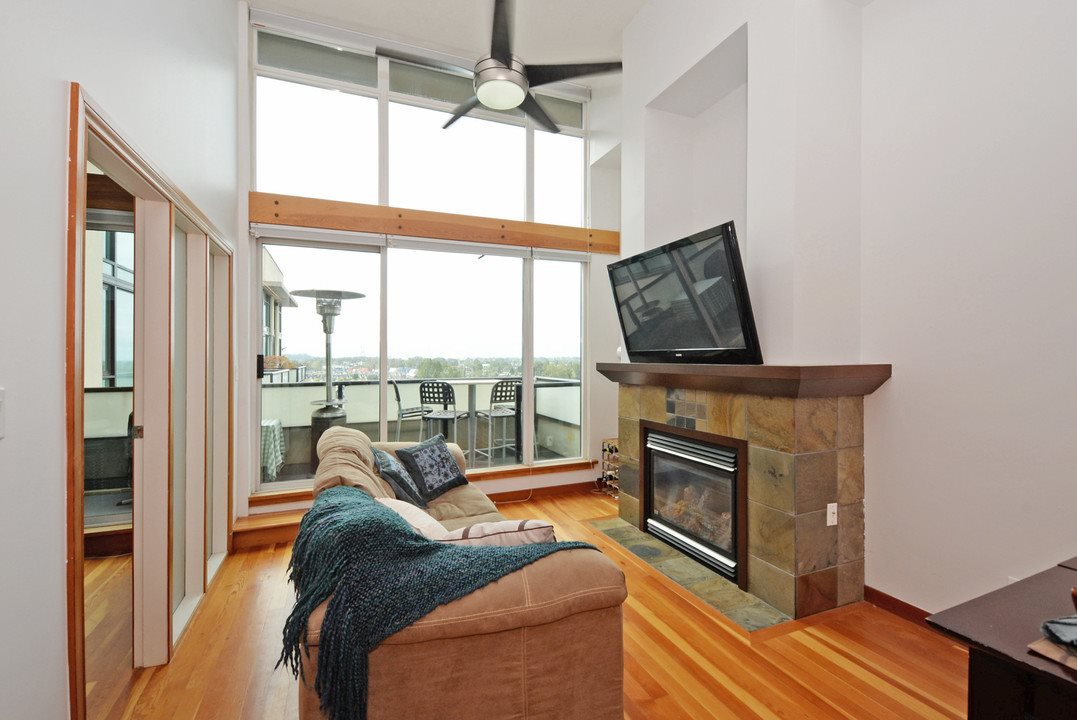 "Photo 2: 705 10 RENAISSANCE Square in New Westminster: Quay Condo for sale in ""MURANO LOFTS"" : MLS® # R2205621"