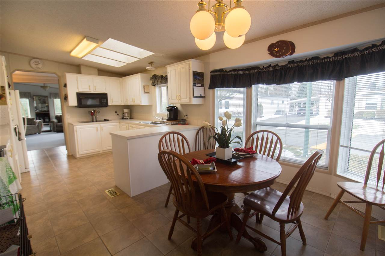 "Photo 8: Photos: 72 41168 LOUGHEED Highway in Mission: Dewdney Deroche Manufactured Home for sale in ""Oasis Country Estates"" : MLS® # R2243510"