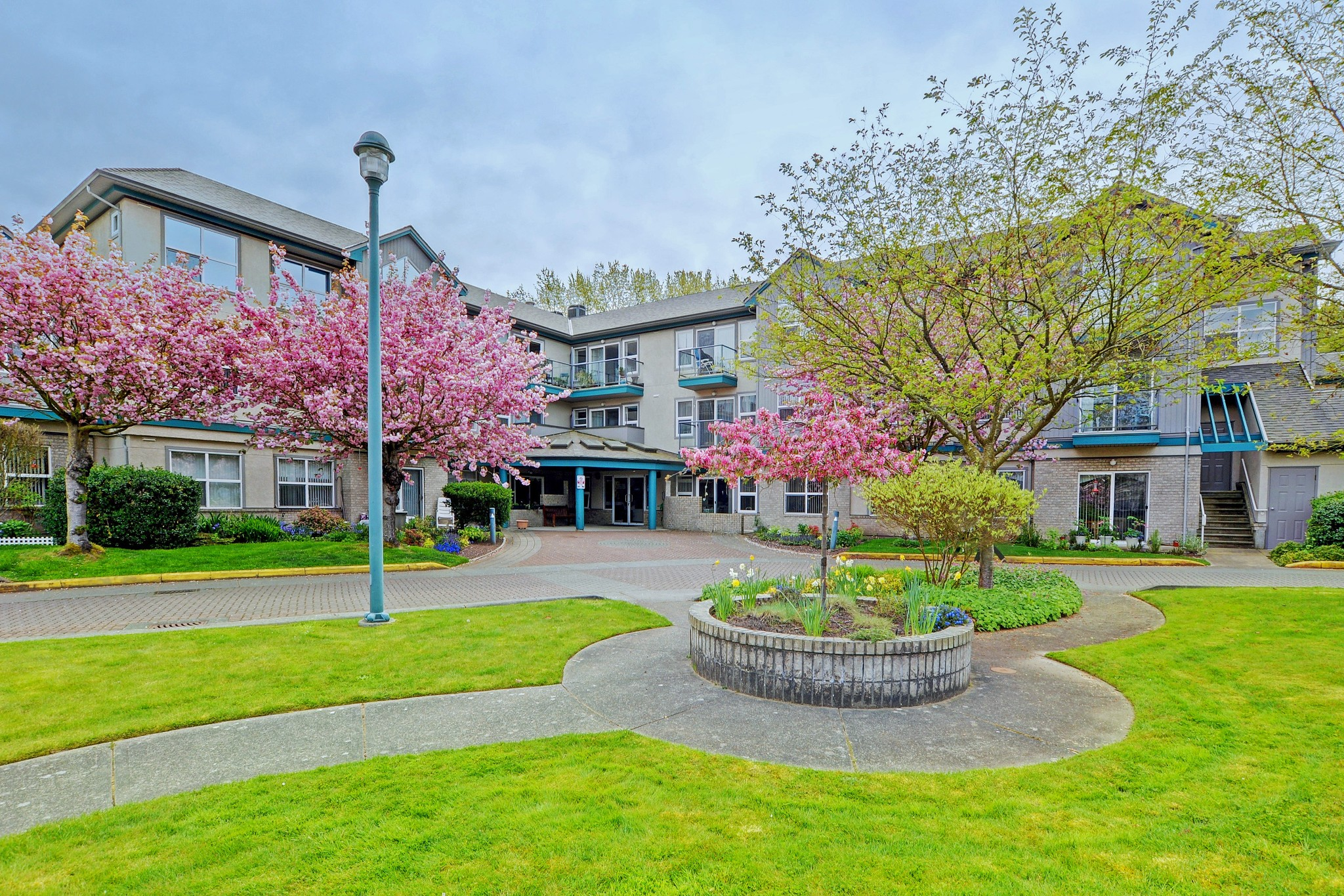 Main Photo: 301 1485 Garnet Road in VICTORIA: SE Cedar Hill Condo Apartment for sale (Saanich East)  : MLS®# 393873