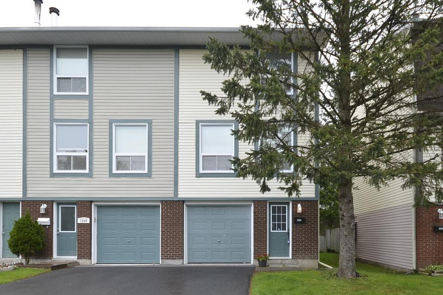 Main Photo: 1951 Greenway Park Lane in Ottawa: Blackburn Hamlet Condo for sale