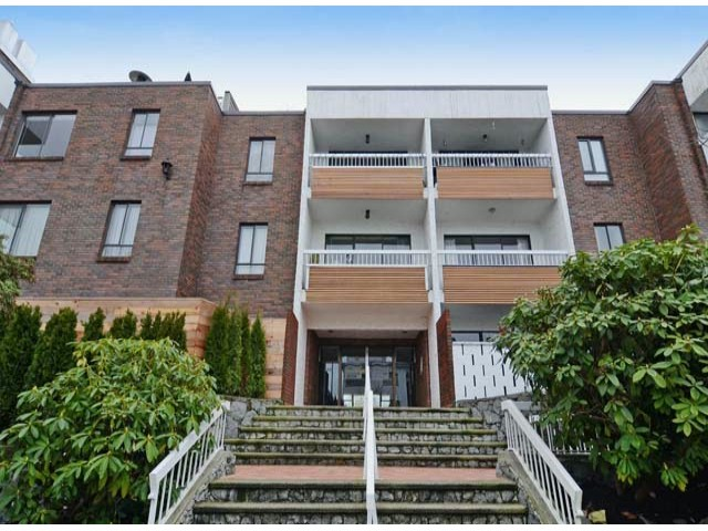 "Main Photo: 211 2450 CORNWALL Avenue in Vancouver: Kitsilano Condo for sale in ""The Ocean's Door"" (Vancouver West)  : MLS® # V1041908"