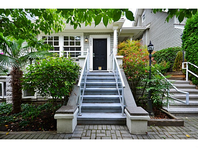 "Main Photo: 1803 NAPIER Street in Vancouver: Grandview VE Townhouse for sale in ""Salsbury Heights"" (Vancouver East)  : MLS® # V1046669"