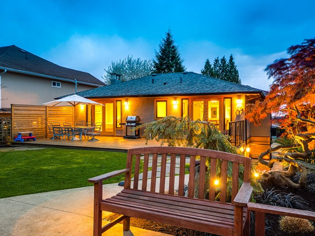 Photo 2: Photos: 432 LYON Place in North Vancouver: Central Lonsdale House for sale : MLS® # V1061183