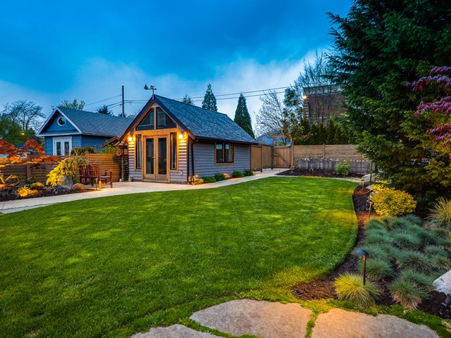 Photo 4: Photos: 432 LYON Place in North Vancouver: Central Lonsdale House for sale : MLS® # V1061183