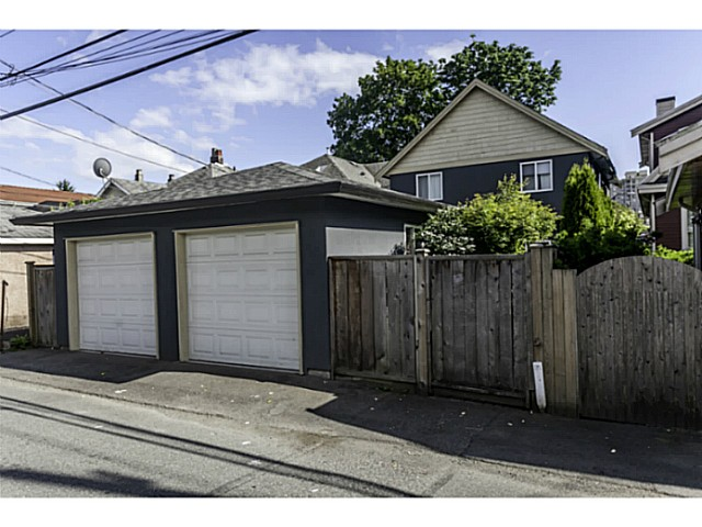 "Photo 15: 1447 E 21ST Avenue in Vancouver: Knight House 1/2 Duplex for sale in ""Cedar Cottage"" (Vancouver East)  : MLS® # V1066306"