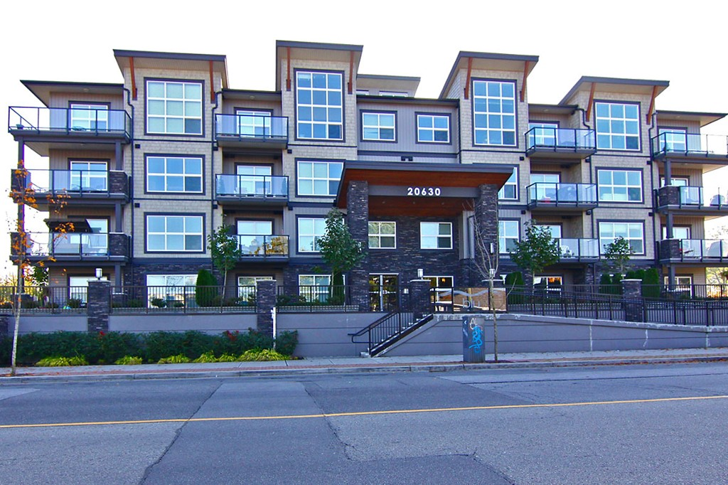 "Main Photo: 307 20630 DOUGLAS Crescent in Langley: Langley City Condo for sale in ""Blu"" : MLS® # F1413679"