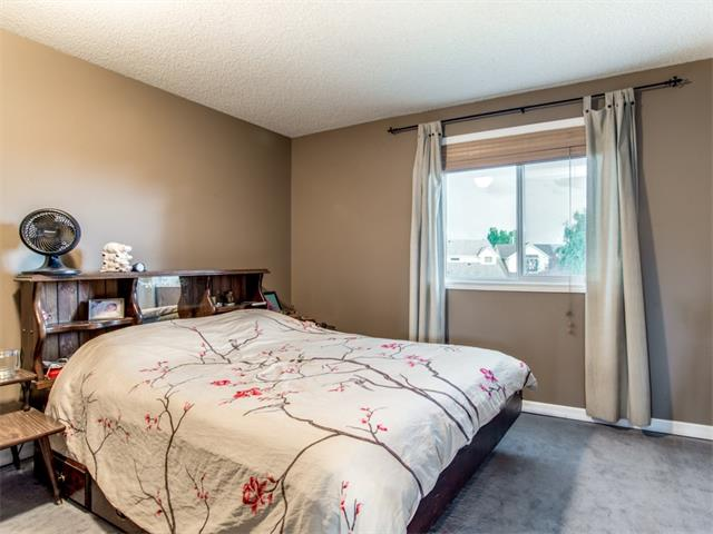 Photo 11: 27 Woodmont Green SW in Calgary: Woodbine House for sale : MLS® # C4022488