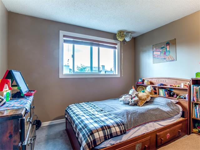 Photo 14: 27 Woodmont Green SW in Calgary: Woodbine House for sale : MLS® # C4022488