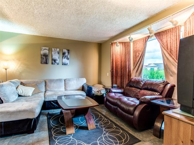 Photo 3: 27 Woodmont Green SW in Calgary: Woodbine House for sale : MLS® # C4022488
