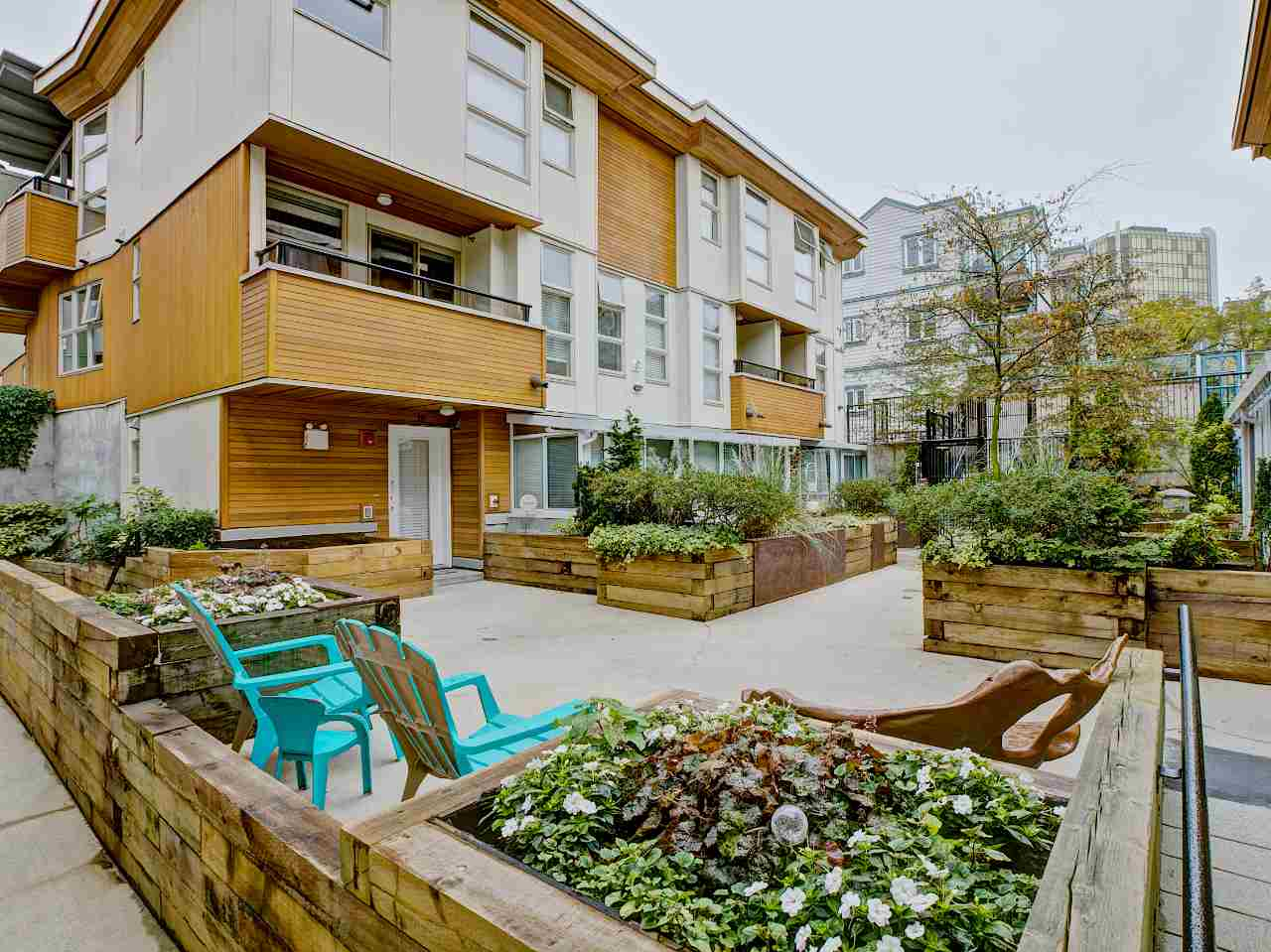 "Main Photo: 9 618 W 6TH Avenue in Vancouver: Fairview VW Townhouse for sale in ""Stella Del Fiordo"" (Vancouver West)  : MLS® # R2000307"