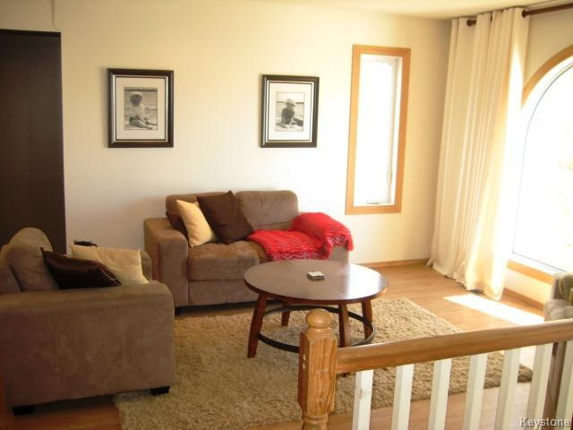 Photo 3: 4 Sims Crescent in WINNIPEG: Transcona Residential for sale (North East Winnipeg)  : MLS(r) # 1528260