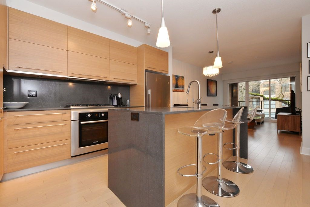 "Main Photo: 206 2020 W 12TH Avenue in Vancouver: Kitsilano Condo for sale in ""2020"" (Vancouver West)  : MLS(r) # R2042583"
