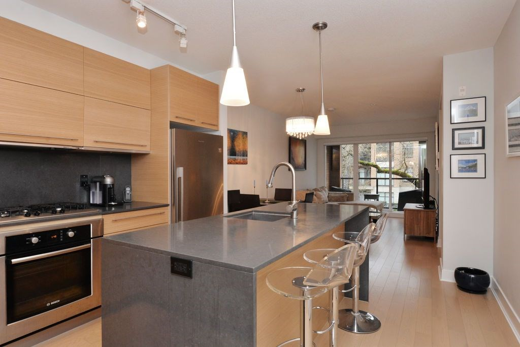 "Photo 7: 206 2020 W 12TH Avenue in Vancouver: Kitsilano Condo for sale in ""2020"" (Vancouver West)  : MLS(r) # R2042583"