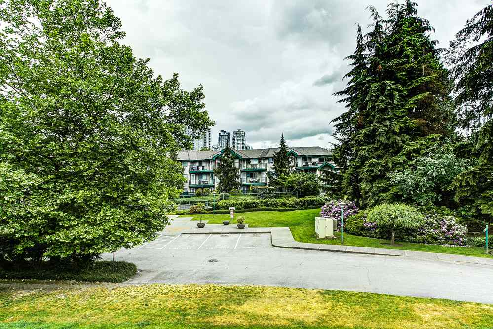 "Photo 17: 201 1150 DUFFERIN Street in Coquitlam: Eagle Ridge CQ Condo for sale in ""GLEN EAGLES"" : MLS® # R2072453"