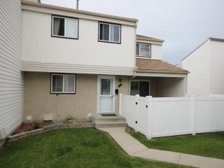 Main Photo: 25 Woodvale Village in Edmonton: Zone 29 Townhouse for sale : MLS(r) # E4041598