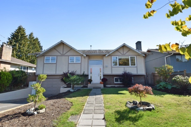 Main Photo: 104 HARVEY Street in New Westminster: The Heights NW House for sale : MLS® # R2124732