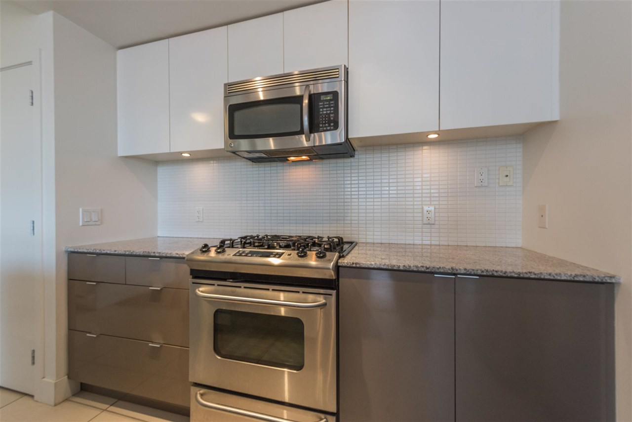 "Photo 6: 305 4808 HAZEL Street in Burnaby: Forest Glen BS Condo for sale in ""CENTREPOINT"" (Burnaby South)  : MLS® # R2127405"