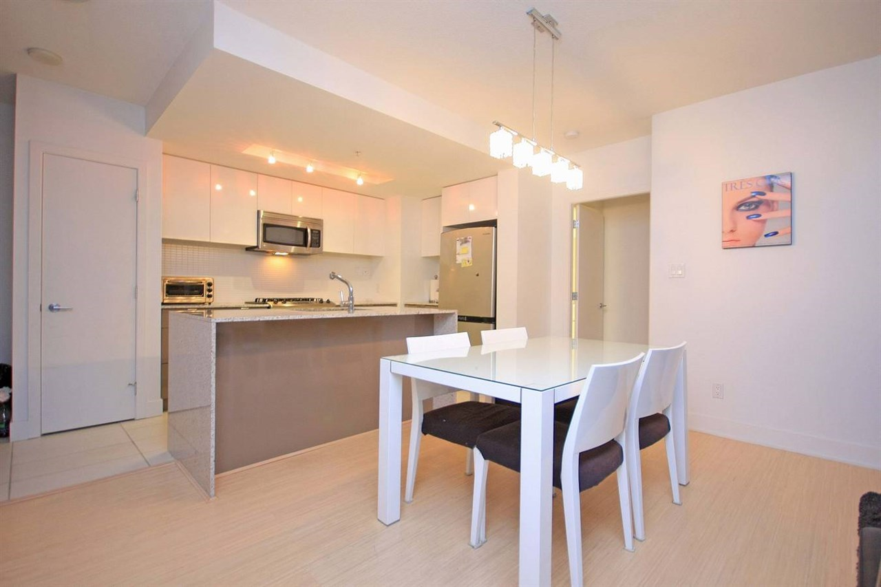 "Photo 7: 305 4808 HAZEL Street in Burnaby: Forest Glen BS Condo for sale in ""CENTREPOINT"" (Burnaby South)  : MLS® # R2127405"