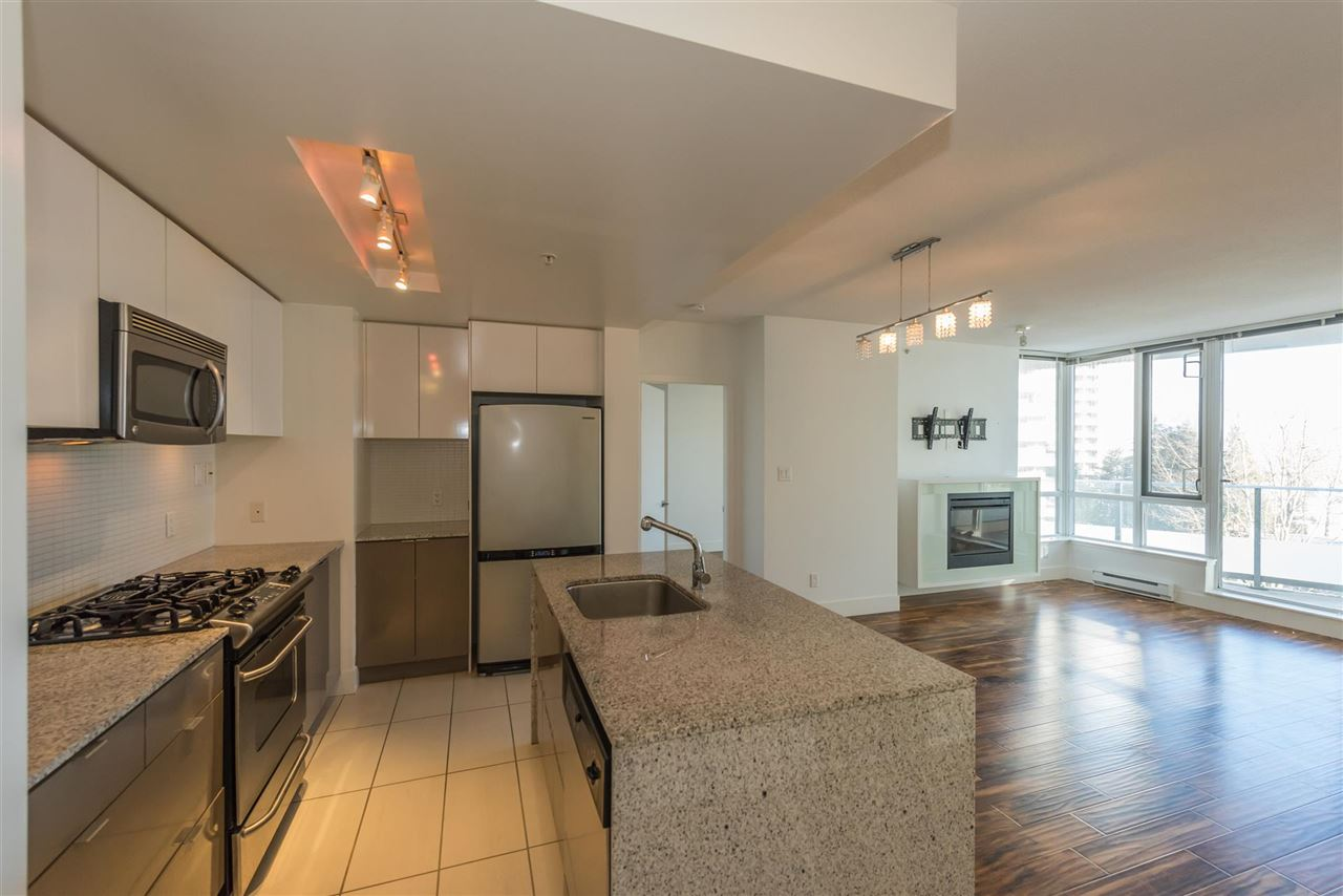 "Photo 3: 305 4808 HAZEL Street in Burnaby: Forest Glen BS Condo for sale in ""CENTREPOINT"" (Burnaby South)  : MLS® # R2127405"