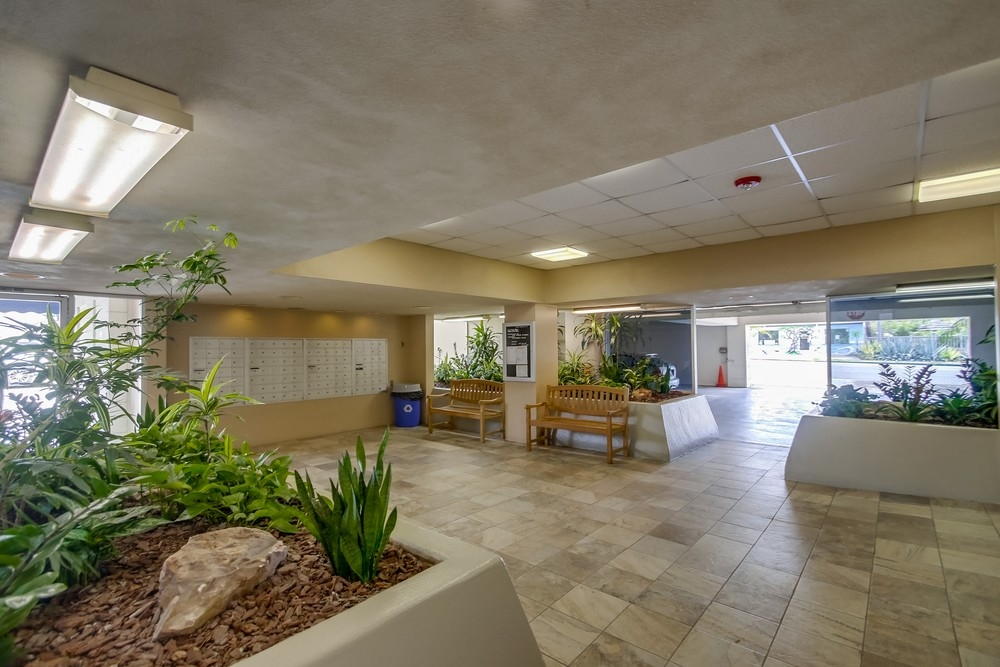 Photo 3: PACIFIC BEACH Condo for sale : 2 bedrooms : 4944 CASS STREET #504 in San Diego