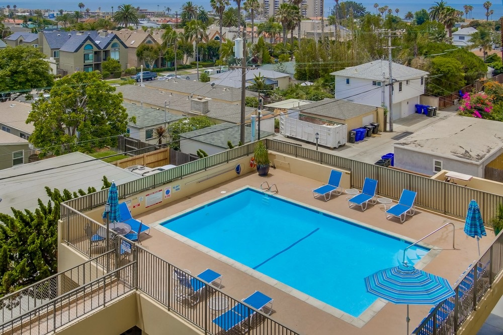 Photo 7: PACIFIC BEACH Condo for sale : 2 bedrooms : 4944 CASS STREET #504 in San Diego