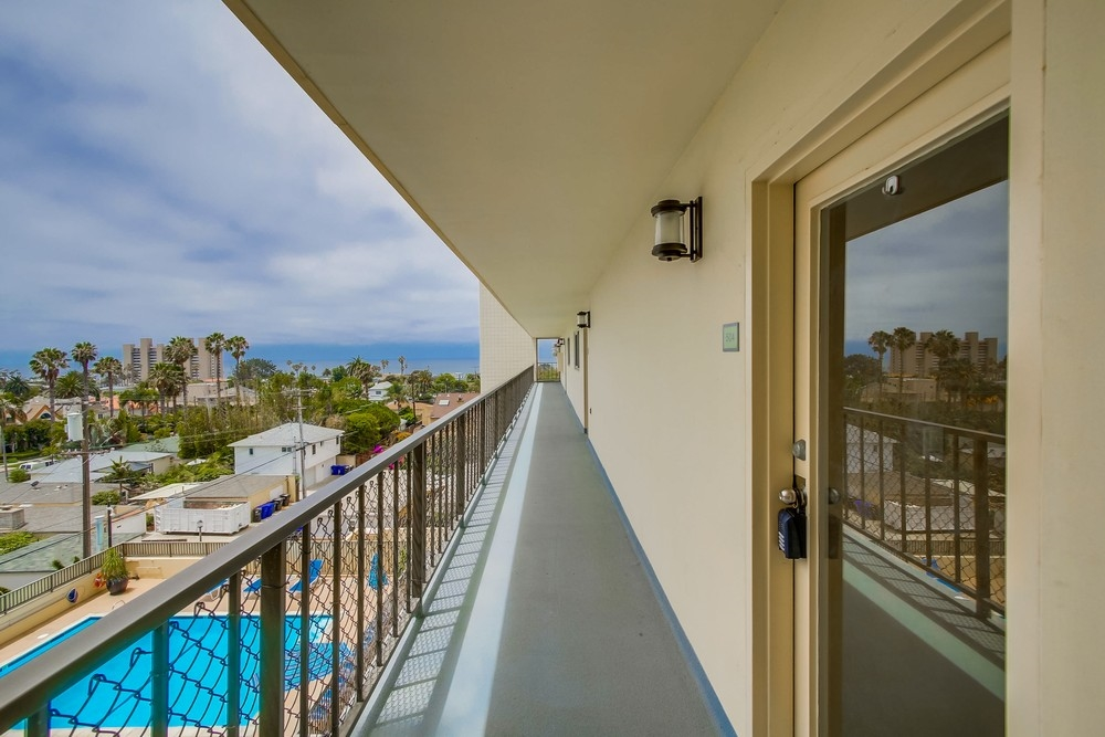 Photo 5: PACIFIC BEACH Condo for sale : 2 bedrooms : 4944 CASS STREET #504 in San Diego