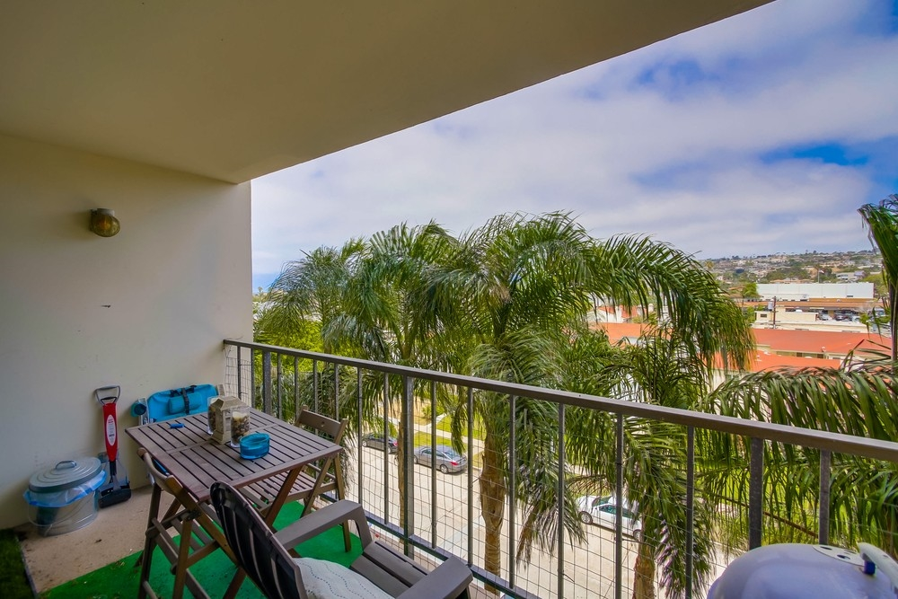 Photo 12: PACIFIC BEACH Condo for sale : 2 bedrooms : 4944 CASS STREET #504 in San Diego