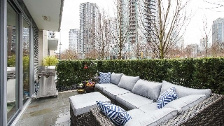 "Main Photo: 288 BEACH Crescent in Vancouver: Yaletown Townhouse for sale in ""THE ERICKSON"" (Vancouver West)  : MLS(r) # R2147692"
