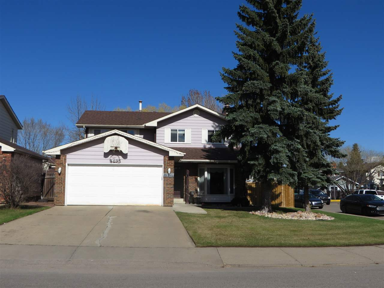Main Photo: 9403 175 Street in Edmonton: Zone 20 House for sale : MLS(r) # E4063598
