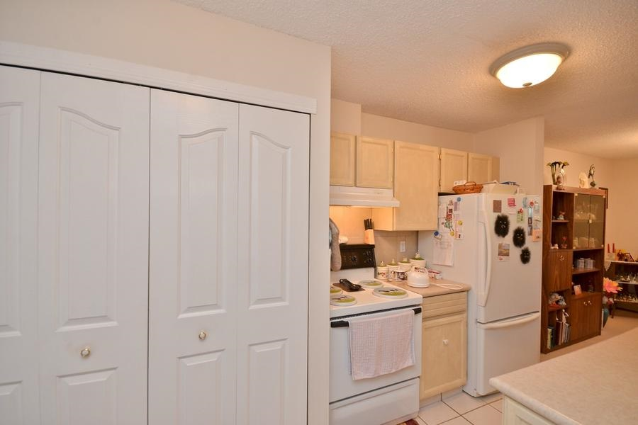 YOUR VERY *OWN* full sized Washer Dryer in your own IN-SUITE Laundry Room!!!