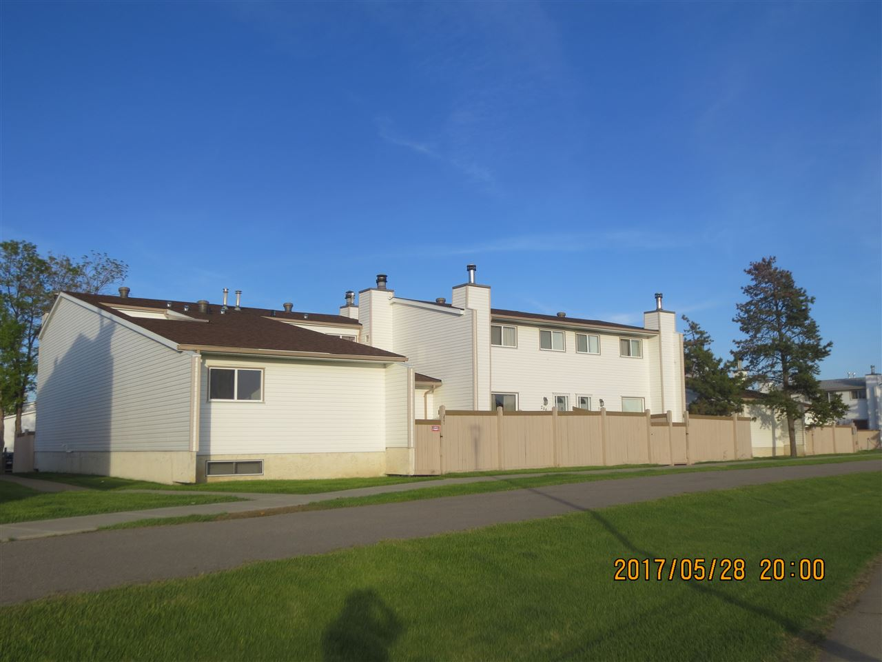 Main Photo: 201 MARLBOROUGH Place in Edmonton: Zone 20 Townhouse for sale : MLS(r) # E4067324