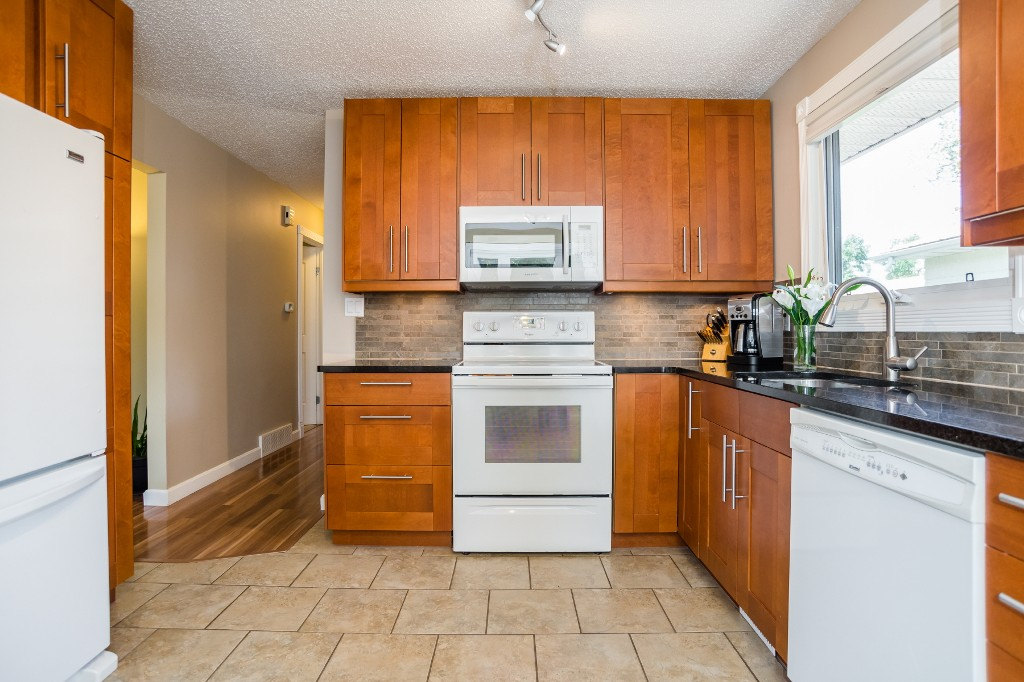 Photo 9: 533 Vanier Crescent in Saskatoon: Pacific Heights Residential for sale : MLS® # SK700108