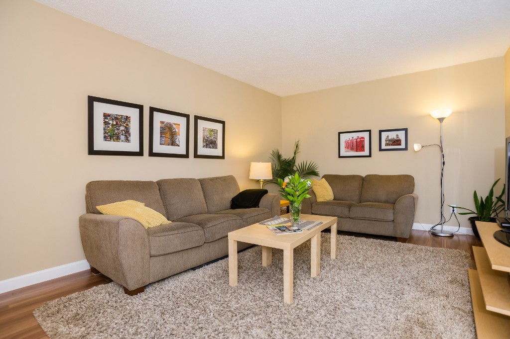Photo 3: 533 Vanier Crescent in Saskatoon: Pacific Heights Residential for sale : MLS® # SK700108