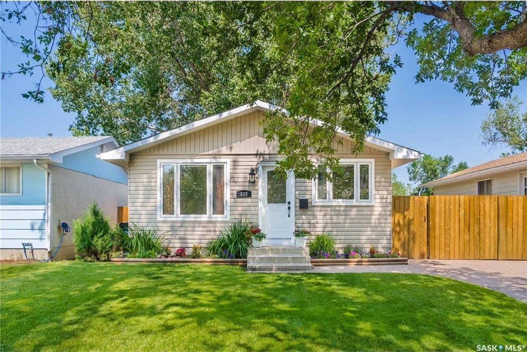 Main Photo: 533 Vanier Crescent in Saskatoon: Pacific Heights Residential for sale : MLS(r) # SK700108