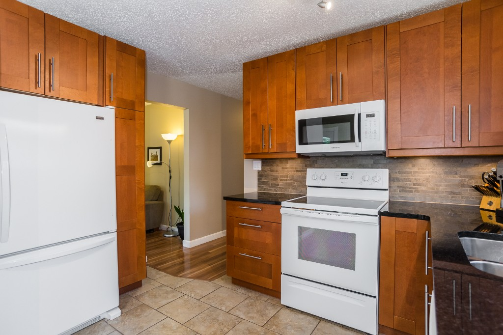 Photo 11: 533 Vanier Crescent in Saskatoon: Pacific Heights Residential for sale : MLS® # SK700108