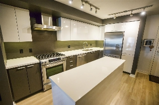 "Main Photo: 215 2888 E 2ND Avenue in Vancouver: Renfrew VE Condo for sale in ""SESAME"" (Vancouver East)  : MLS® # R2204143"