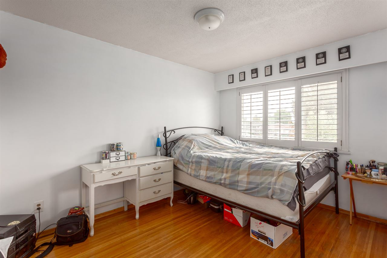 Photo 9: 1020 E 53RD Avenue in Vancouver: South Vancouver House for sale (Vancouver East)  : MLS® # R2205005