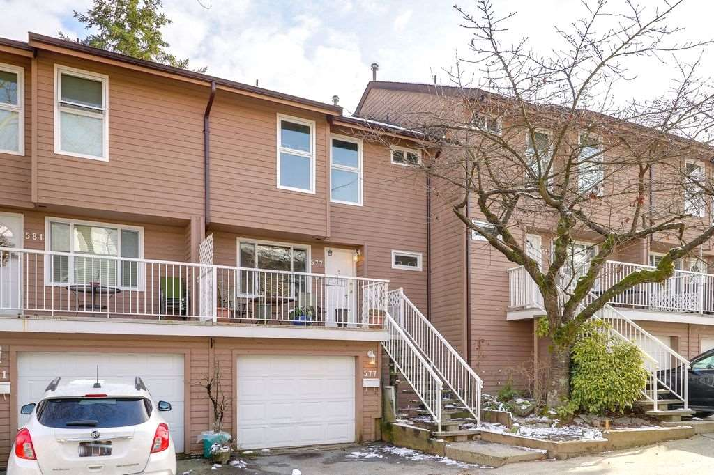 "Main Photo: 577 CARLSEN Place in Port Moody: North Shore Pt Moody Townhouse for sale in ""EAGLE POINT"" : MLS®# R2241588"